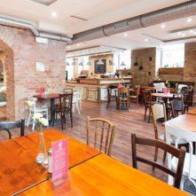 Egy önazonos hely – Nem Adom Fel Cafe & Bar