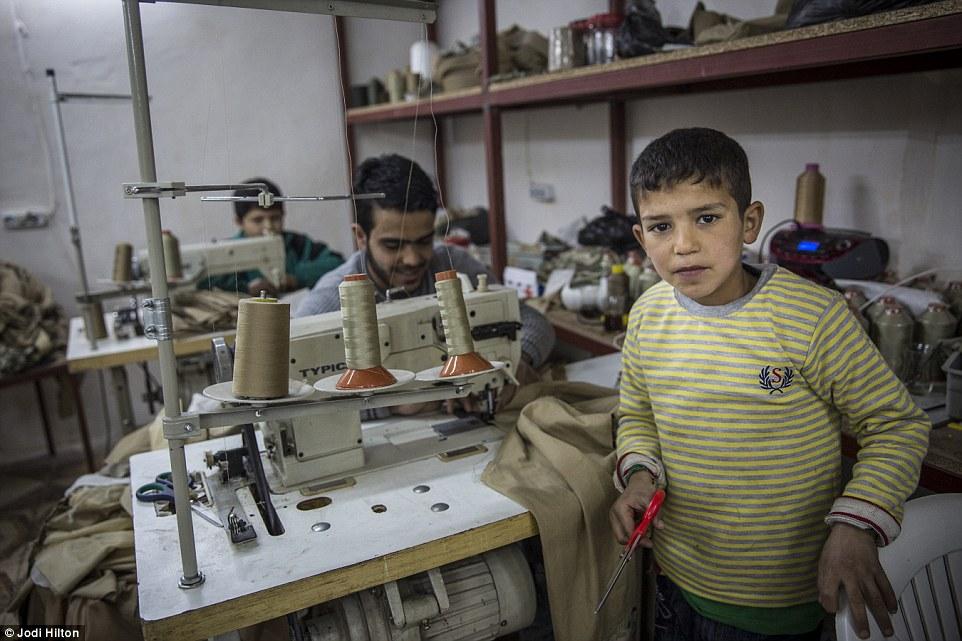 Gyerekmunkások a ruhaiparban